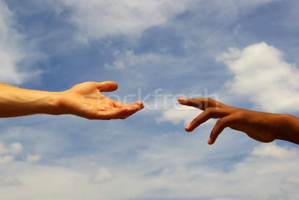 Segítő kéz égbolt kézfogás út törődés emberi Stock fotó © Pakhnyushchyy