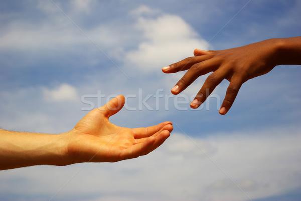 Hand helpende hand hemel handdruk pad zorg Stockfoto © Pakhnyushchyy
