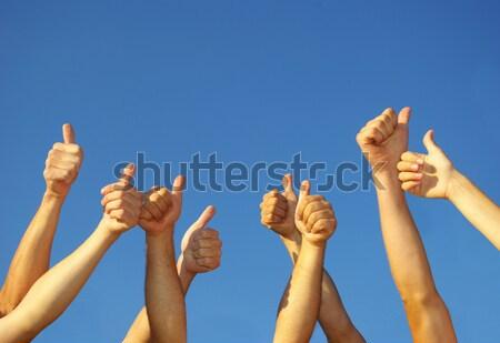 Mains groupe de gens ciel fête bleu groupe Photo stock © Pakhnyushchyy