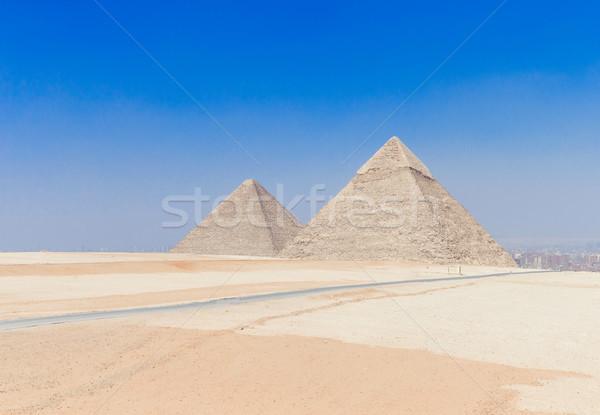 Pirámides hermosa cielo giza mundo foto Foto stock © Pakhnyushchyy