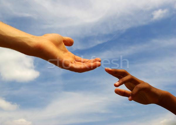 Handen helpende hand hemel handdruk pad zorg Stockfoto © Pakhnyushchyy