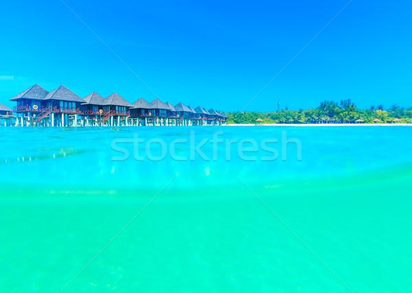 Praia água casa natureza verão oceano Foto stock © Pakhnyushchyy
