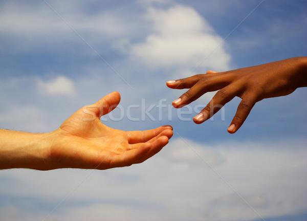 Kezek segítő kéz égbolt kézfogás út törődés Stock fotó © Pakhnyushchyy