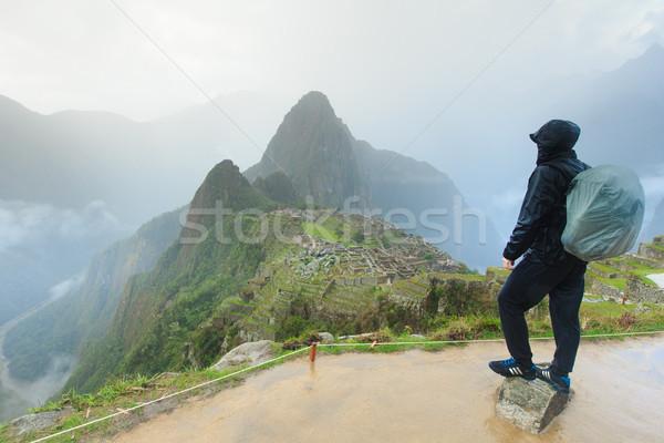 Turist bakıyor adam dünya seyahat kayıp Stok fotoğraf © Pakhnyushchyy