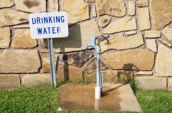 Drinkwater tik teken lopen water achter Stockfoto © pancaketom