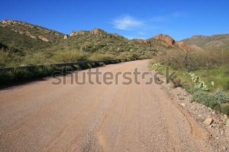 Arizona onverharde weg landelijk afgelegen bergen woestijn Stockfoto © pancaketom