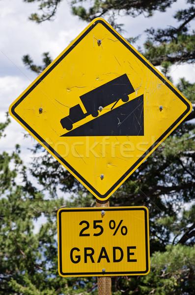 Stromy znak drogowy ostrzeżenie 25 procent ciężarówka Zdjęcia stock © pancaketom