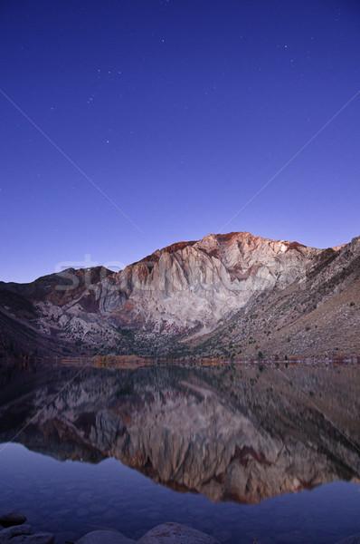 Jezioro laur górskich wcześnie rano widoczny Zdjęcia stock © pancaketom