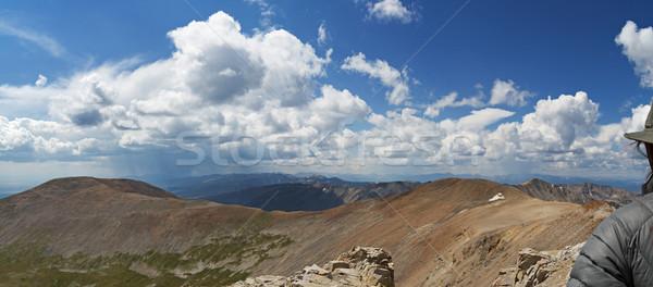 Olhando montanhas borda mulher atrás mosquito Foto stock © pancaketom