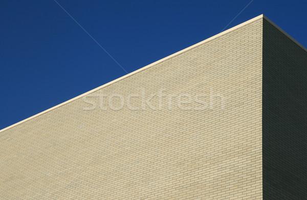 Szürke tégla épület sarok nagy kék ég Stock fotó © pancaketom