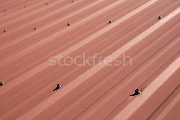 赤 金属 屋根 詳細 シート 選択フォーカス ストックフォト © pancaketom