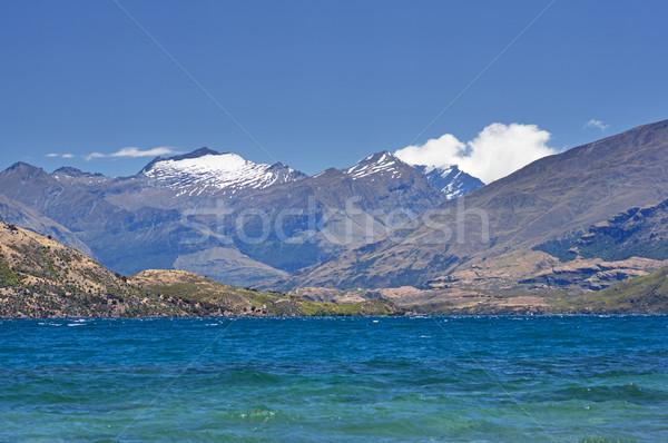 Tó kilátás feltörekvő hó fedett hegyek Stock fotó © pancaketom