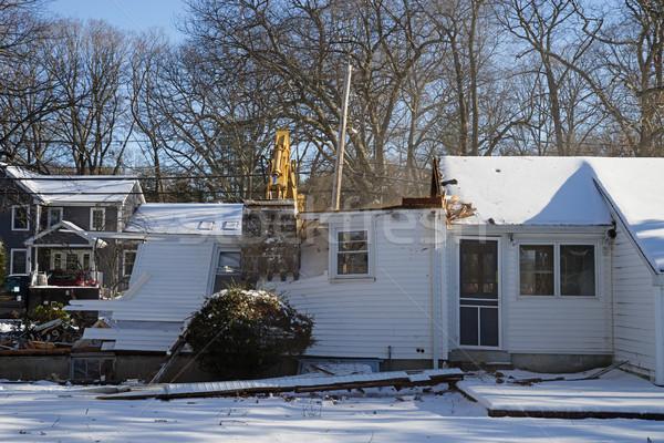 Casa demolizione escavatore inverno neve rotto Foto d'archivio © pancaketom