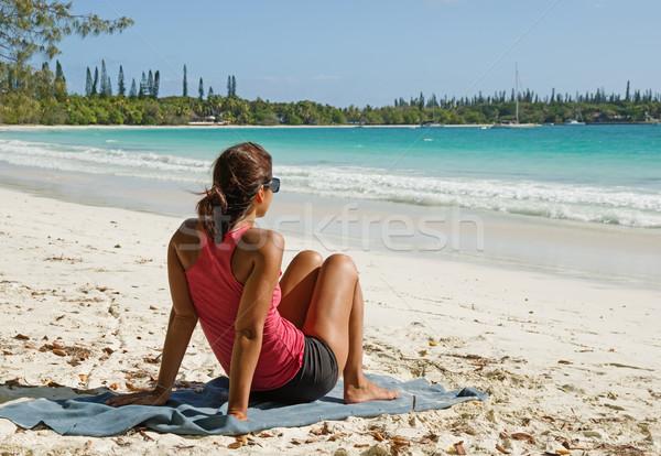 Nő trópusi tengerpart fenyők új tengerpart víz Stock fotó © pancaketom