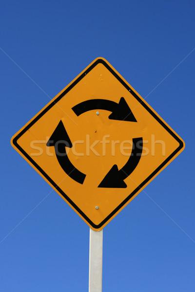 Rotonde verkeersbord blauwe hemel teken Blauw Geel Stockfoto © pancaketom