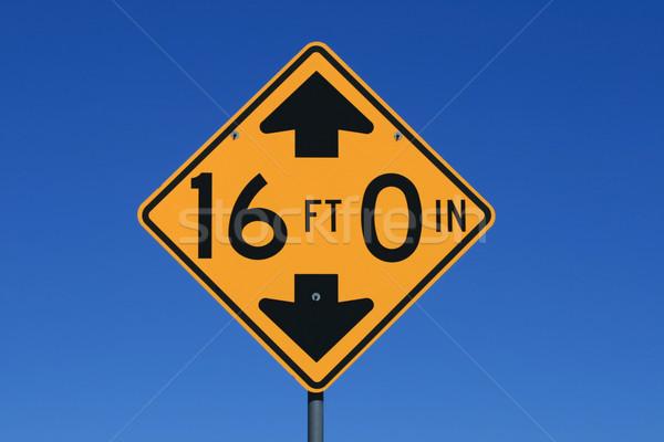 16 stóp wzrost znak drogowy Błękitne niebo Zdjęcia stock © pancaketom