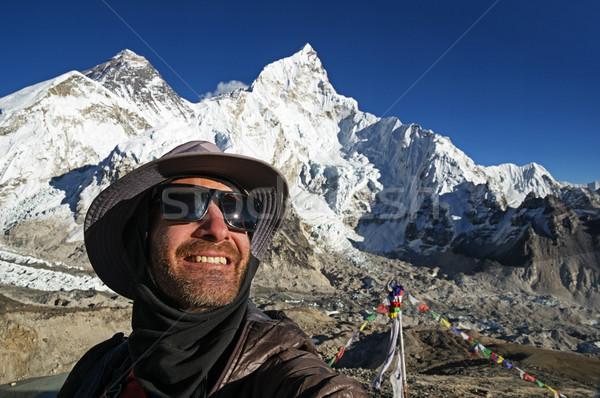 Everest adam Everest Dağı kar şapka güneş gözlüğü Stok fotoğraf © pancaketom