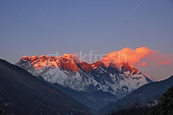 Utolsó fény Mount Everest kevés felhők égbolt Stock fotó © pancaketom