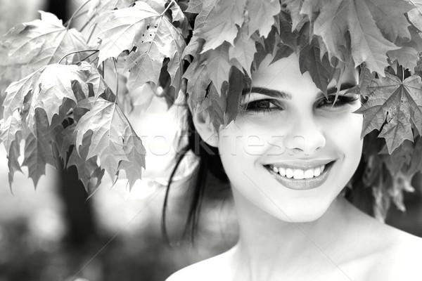 Güzel kız park yüz güneş doğa yeşil Stok fotoğraf © pandorabox