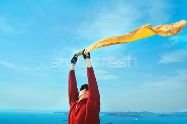 Vrijheid meisje sjaal permanente rock hemel Stockfoto © papa1266