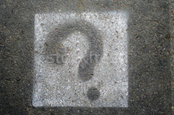 Interrogation signes peint asphalte route surface Photo stock © papa1266
