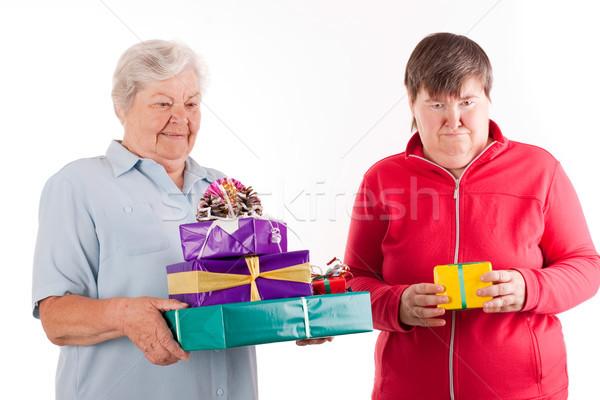 Starszy prezenty córka jeden kobiet rodziny Zdjęcia stock © Pasiphae