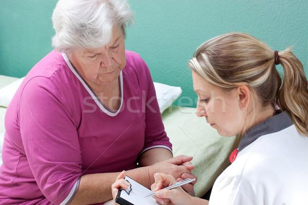 Medico giù dati paziente femminile mano Foto d'archivio © Pasiphae
