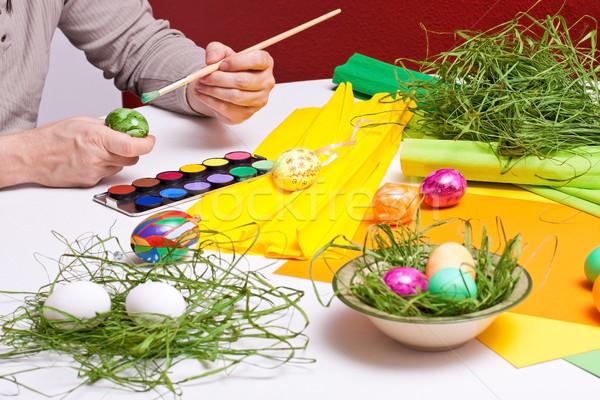 Homem pintado ovos de páscoa colorido família Foto stock © Pasiphae