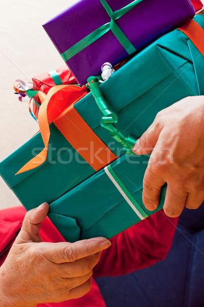 старший давать многие подарки женщины Сток-фото © Pasiphae