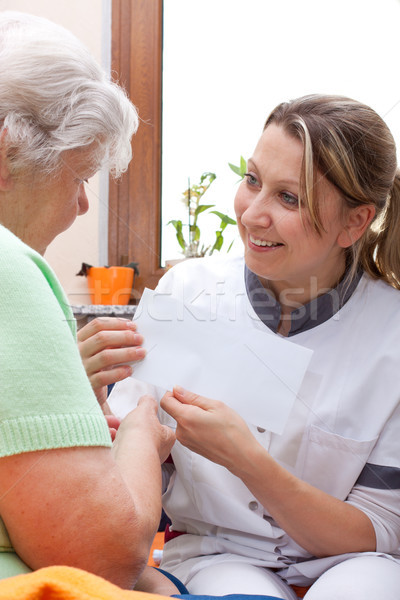 看護 患者 手紙 女性 手 医療 ストックフォト © Pasiphae