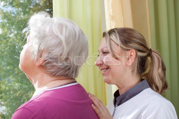 看護 歳の女性 立って ウィンドウ 女性 ストックフォト © Pasiphae