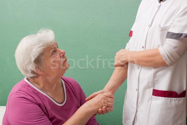 Feminino médico de mãos dadas mão mulheres Foto stock © Pasiphae