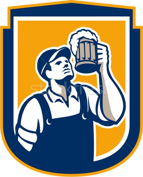 Barman brindis cerveza taza escudo retro Foto stock © patrimonio