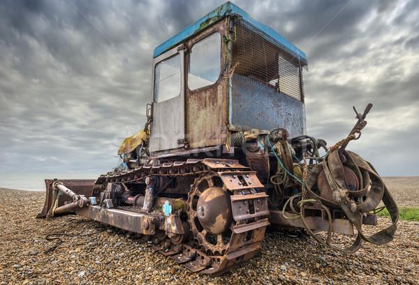 Praia escavadeira velho enferrujado usado pescaria Foto stock © paulfleet