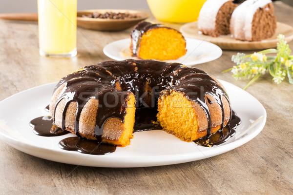 Foto stock: Bolo · de · cenoura · chocolate · fatia · tabela · fundo · bolo