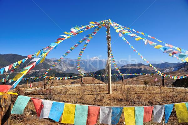 Oración bandera montana lejos atrás cielo Foto stock © paulwongkwan