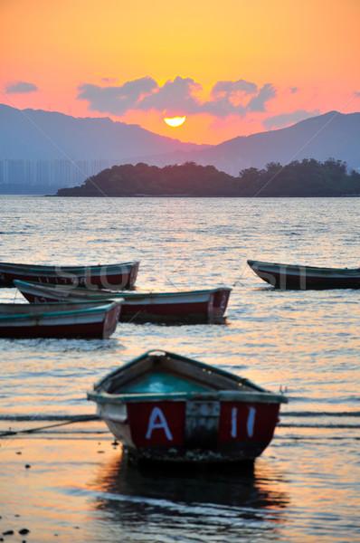 Zonsondergang strand boot water Hong Kong vis Stockfoto © paulwongkwan