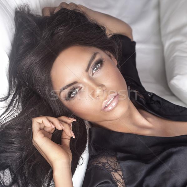 Portret piękna brunetka dziewczyna doskonały makijaż Zdjęcia stock © PawelSierakowski