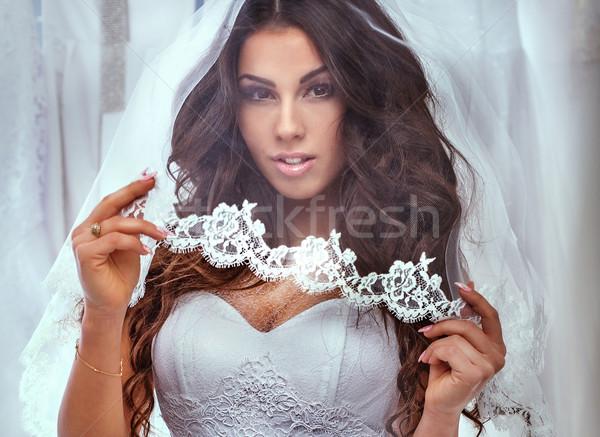 Piękna oblubienicy stwarzające studio brunetka kobieta Zdjęcia stock © PawelSierakowski