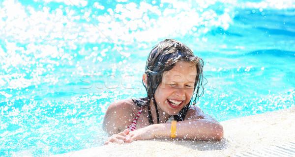 Cute dziewczyna relaks basen mały happy girl Zdjęcia stock © PawelSierakowski