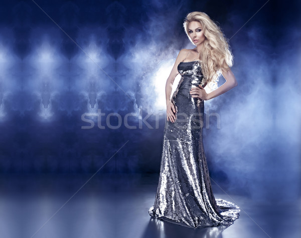 Przepiękny elegancki pani stwarzające modny Zdjęcia stock © PawelSierakowski