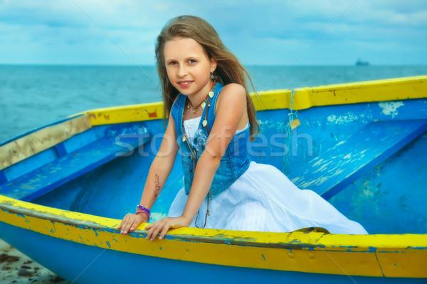 Mały cute dziewczyna łodzi plaży wakacje Zdjęcia stock © PawelSierakowski