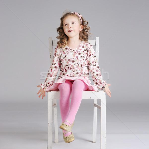 Fotografia modny słodkie dziewczynka stwarzające biały Zdjęcia stock © PawelSierakowski