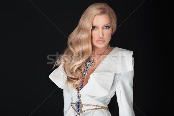 Elegancki stwarzające piękna długie włosy glamour Zdjęcia stock © PawelSierakowski
