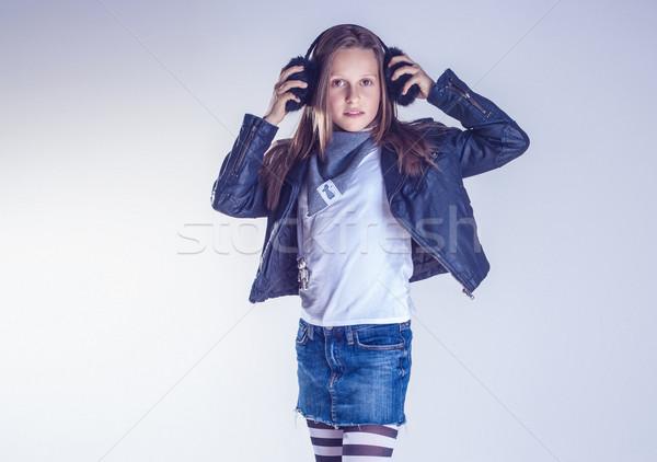 Młodych nastolatek dziewczyna stwarzające modny studio Zdjęcia stock © PawelSierakowski