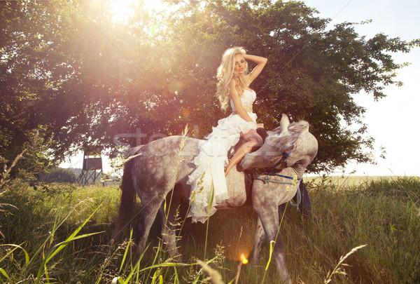 Piękna Fotografia zmysłowy oblubienicy jazda konna Zdjęcia stock © PawelSierakowski