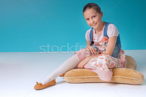 Młoda dziewczyna uśmiechnięty młodych dość dziewczyna Zdjęcia stock © PawelSierakowski