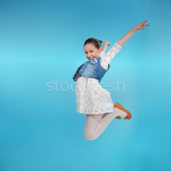 Szczęśliwy dziewczynka skoki wesoły gry Zdjęcia stock © PawelSierakowski