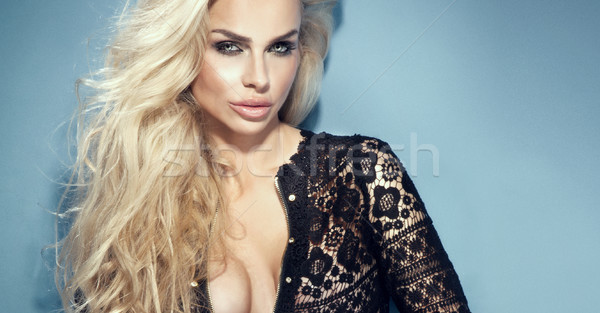 Portrait belle fille longtemps cheveux bouclés beauté Photo stock © PawelSierakowski