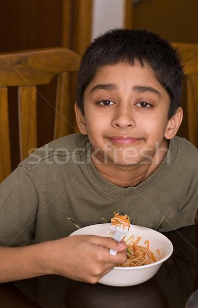 Jóképű indiai gyerek boldog eszik tészta Stock fotó © pazham